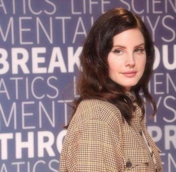 Lana del Rey comparte adelanto de 'Season of the Witch'