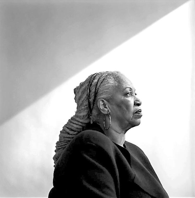 Adiós a la Nobel que hizo de su literatura una lucha abierta contra el racismo