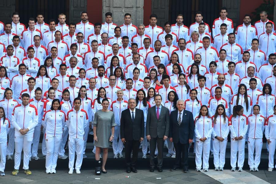 Premian a deportistas panamericanos con beca de 240 mil pesos y extra por medalla