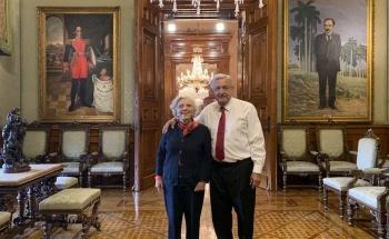 Se reúne AMLO con Elena Poniatowska en Palacio Nacional