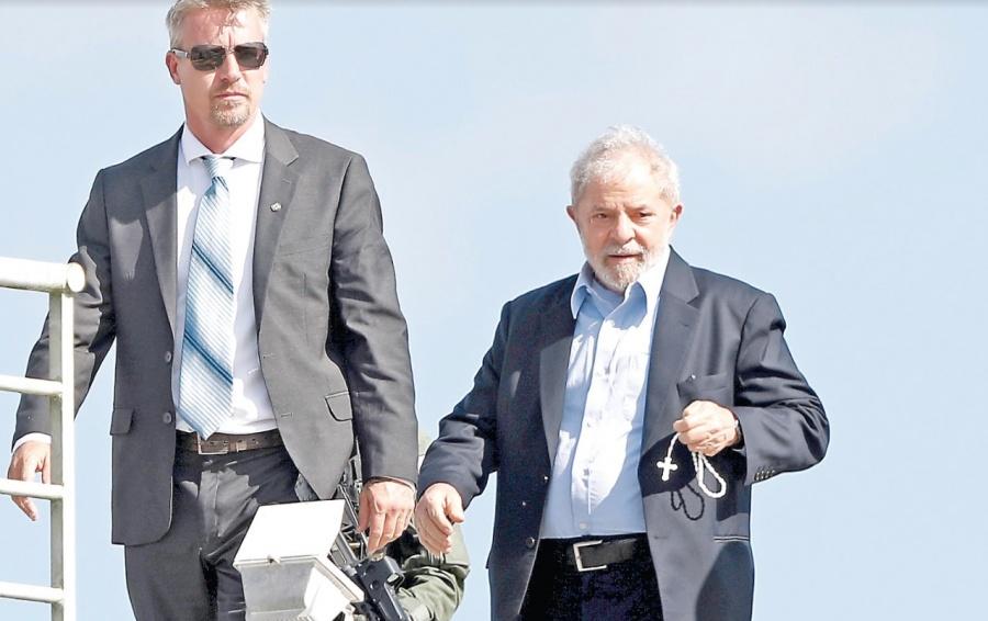 Suspenden el traslado de Lula de separo a la prisión