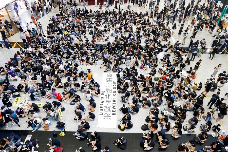 Toman aeropuerto de Hong Kong para nuevas protestas