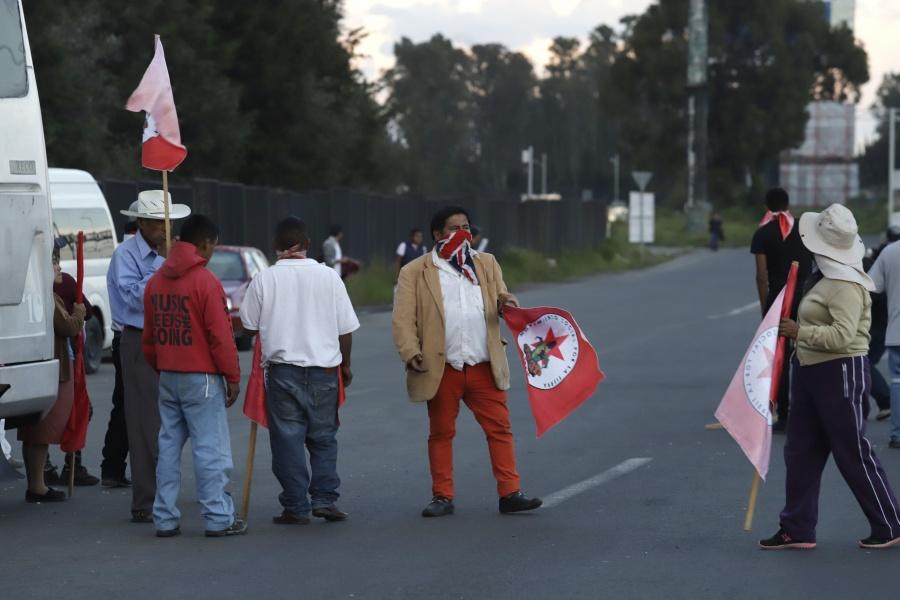 AMLO pide disculpas por molestias que causan bloqueos de campesinos