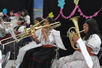 Orquesta filarmónica mixe ofrece concierto en Santa Martha Acatitla
