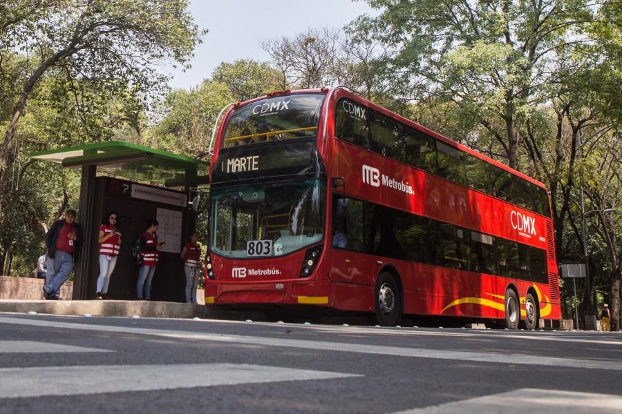 Metrobús suspende servicio en estaciones de líneas 5 y 6 tras accidente