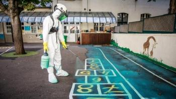 Desinfectan escuelas contaminadas por plomo tras incendio en Notre Dame