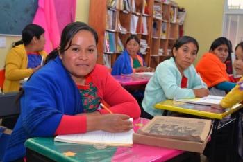 Reciben más de 64 mil personas de comunidades indígenas, servicios de alfabetización