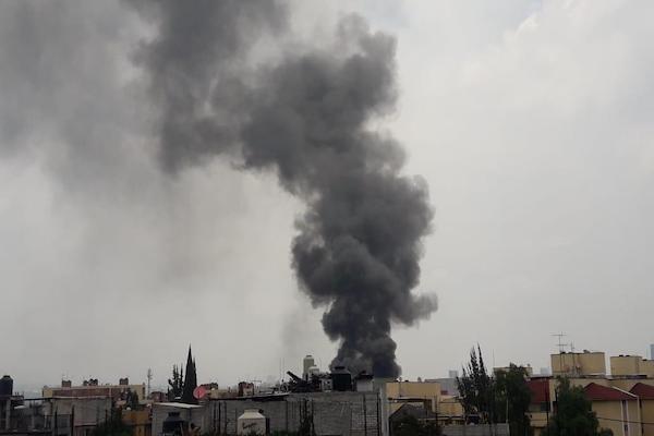 Se registra incendio en fábrica de mármol, en Pedregal de Santo Domingo, Coyoacán
