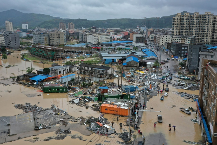 Suman 44 muertos por paso de tifón Lekima en China