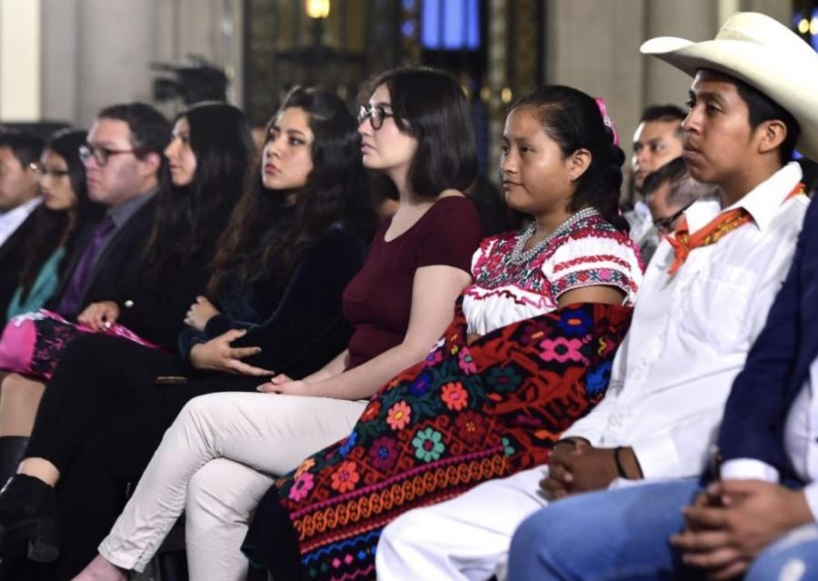 Destaca Gobierno apoyo sin precedentes para los jóvenes