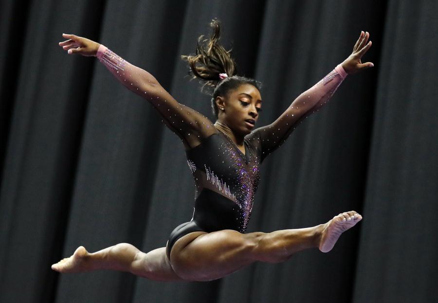 Gimnasta Simone Biles, maravilla al mundo con increíble salto