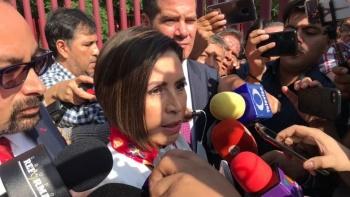 Llega Rosario Robles a Reclusorio Sur para reanudar comparecencia