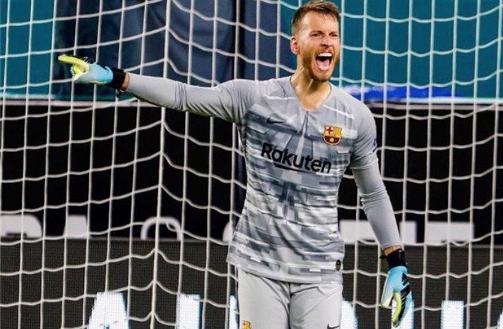 Neto será baja de Barcelona por dos meses tras cirugía de muñeca