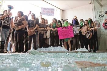 Protestan vs. Agentes violadores
