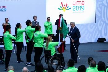 Abandera AMLO a delegación en Parapanamericanos de Lima