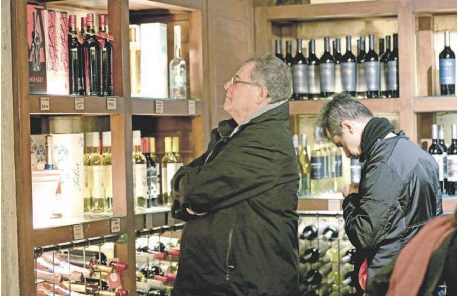 Proponen más impuestos para el alcohol y tabaco