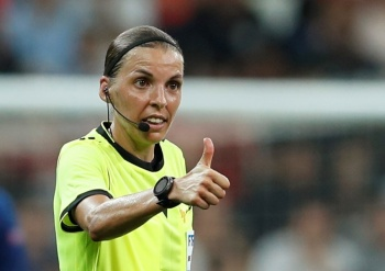 Stephanie Frappart, la primera mujer en pitar una final masculina de la UEFA