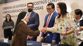 Entrega Segob registros a nuevas asociaciones religiosas