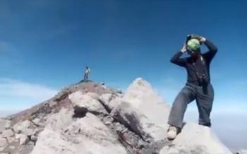 Jóvenes envían dos videos desde el cráter del Popocatépetl