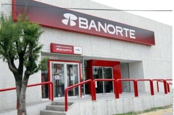 Banorte suspende servicios en línea y atención a sucursales