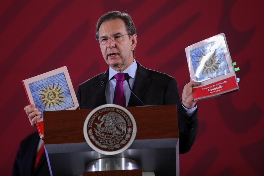 Libros de texto se entregarán a tiempo en escuelas del país: AMLO