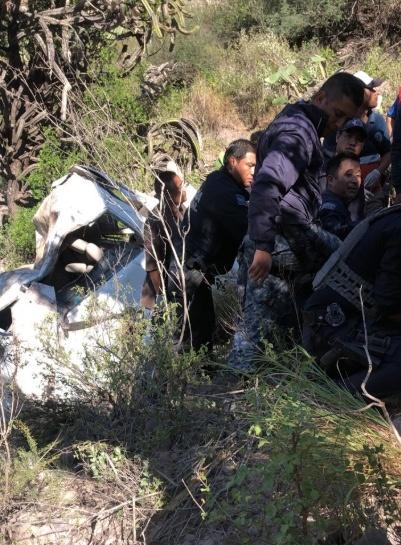 Camioneta cae a barranco en Hidalgo y deja siete muertos