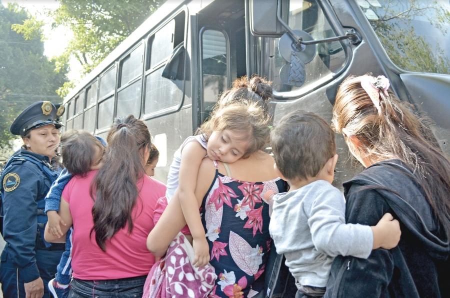 Sin Seguro Popular peligran mexicanos repatriados: ONG