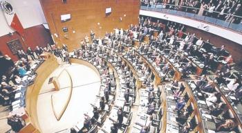 """PAN y PRD ven """"idea chavista"""" en desaparecer la Comisión"""