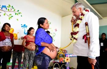 Recorre el Presidente López Obrador un hospital rural en Villla Alta