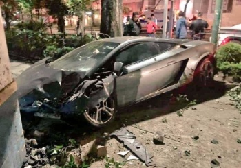 Encuentran Lamborghini chocado en calles de la colonia Roma