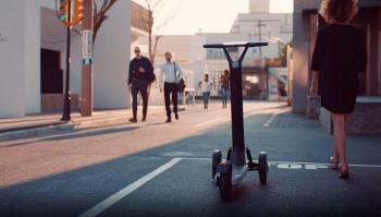Desarrollan scooters eléctricos que vuelven solos a su centro de carga