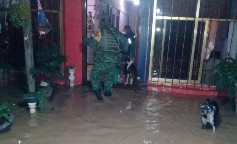 Aplica Sedena Plan DNIII en Matías Romero por inundaciones