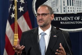 Despide Trump a Jefe de prisiones por debacle suicida de Epstein