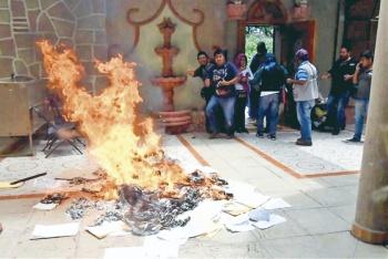 Vandaliza CNTE oficinas en Guerrero