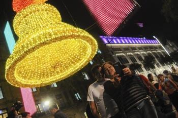 A toda marcha, los trabajos de iluminación en el Zócalo