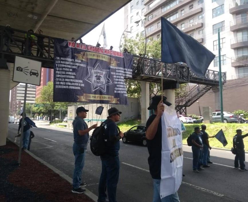 Policía Federal bloquea Periférico Sur; se niegan a entrar a la Guardia Nacional