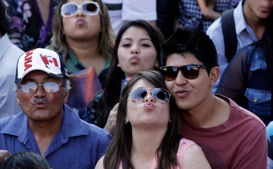 """Aclara López Obrador que los datos de que """"el pueblo está feliz"""" son del Inegi"""