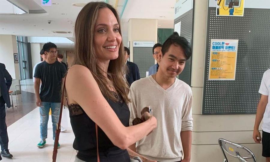 Angelina Jolie no puede evitar las lágrimas al despedirse de su hijo Maddox