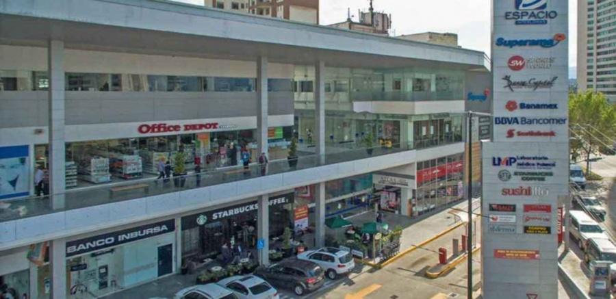 Reportan un hombre muerto y un herido en Plaza Interlomas, luego de balacera
