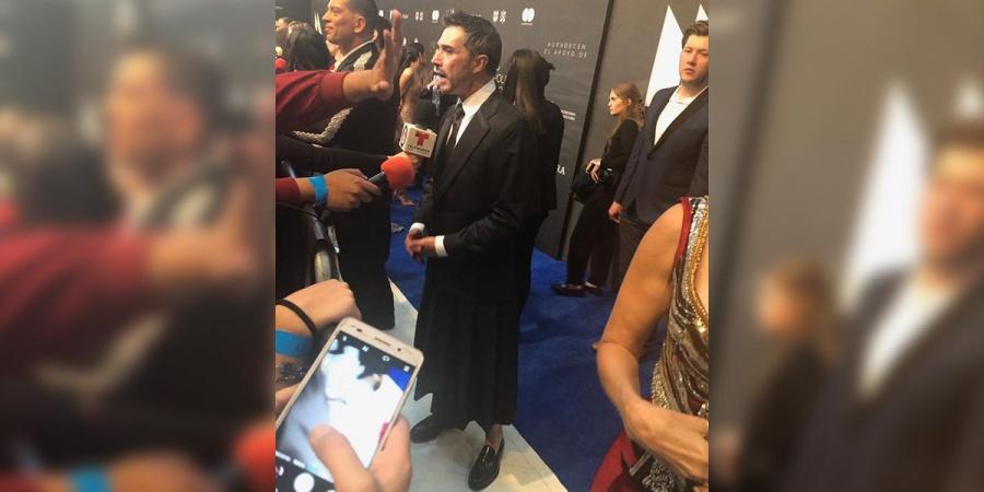 Sergio Mayer viste de falda en honor al feminismo