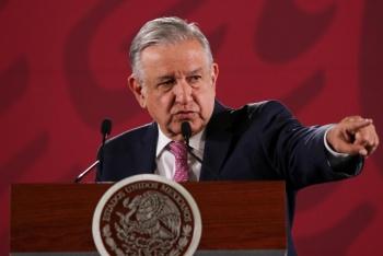 """Proponen consulta sobre reelección de legisladores; """"es un abuso"""", dice AMLO"""