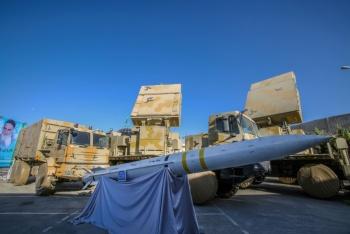 Irán presenta sistema de misiles equiparable al ruso S-400