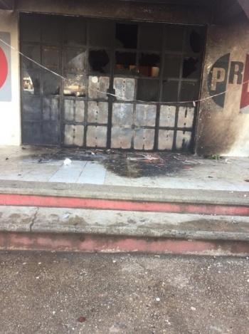 Incendian comité municipal del PRI en Chiapas