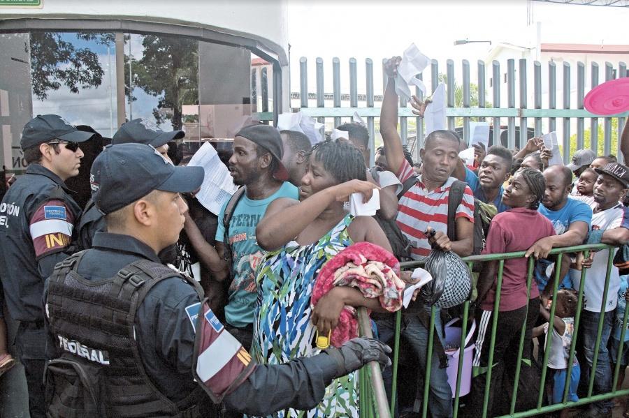 Continúan protestas en INM; Migrantes piden salir de México