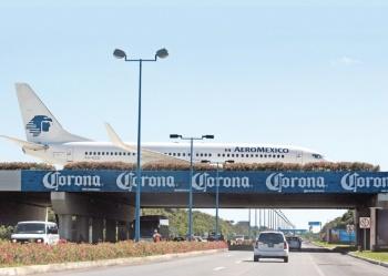 Multan por sus taxis al aeropuerto de Cancún