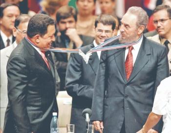 Revelan lecciones de Fidel a Chávez para entrenar a sus espías militares