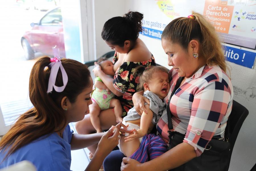 Urgen a cumplir con el programa de vacunación en todo el país