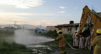 Fuga en ducto de gas LP provoca desalojo de pobladores en Tezoyuca, Edomex