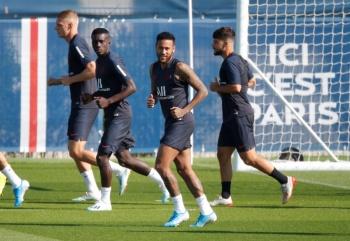 Neymar seguirá en la banca del PSG