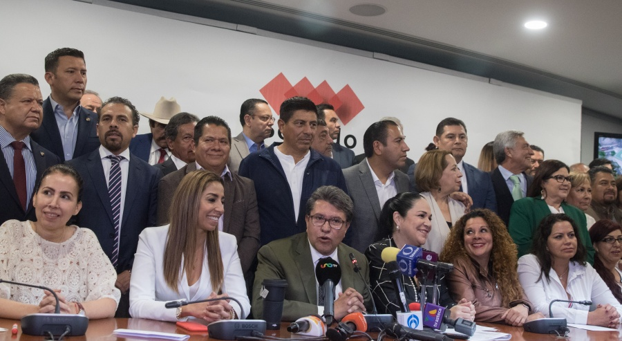 Se reunirán senadores de Morena con AMLO